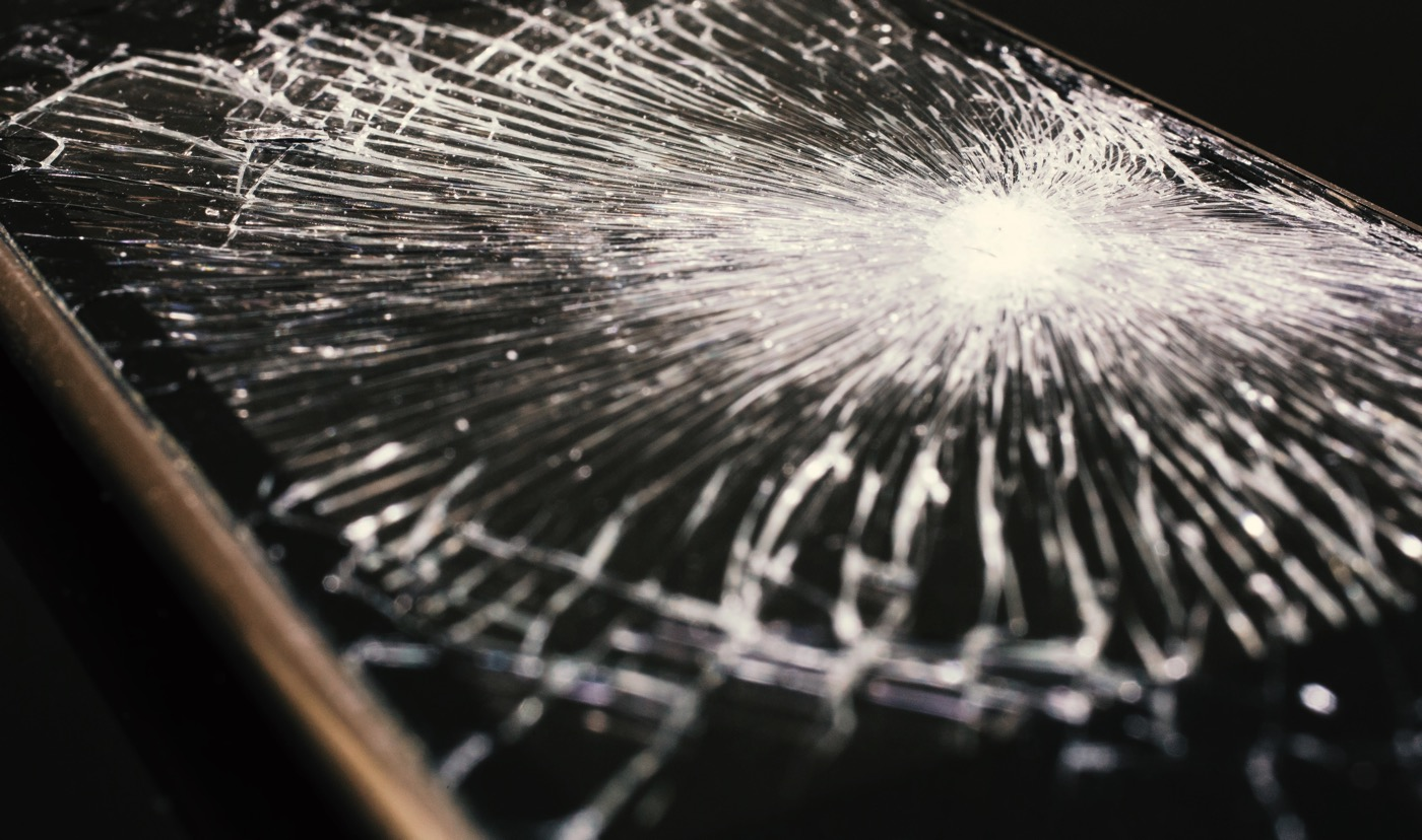 why-women-have-cracked-screen-smartphone-00000