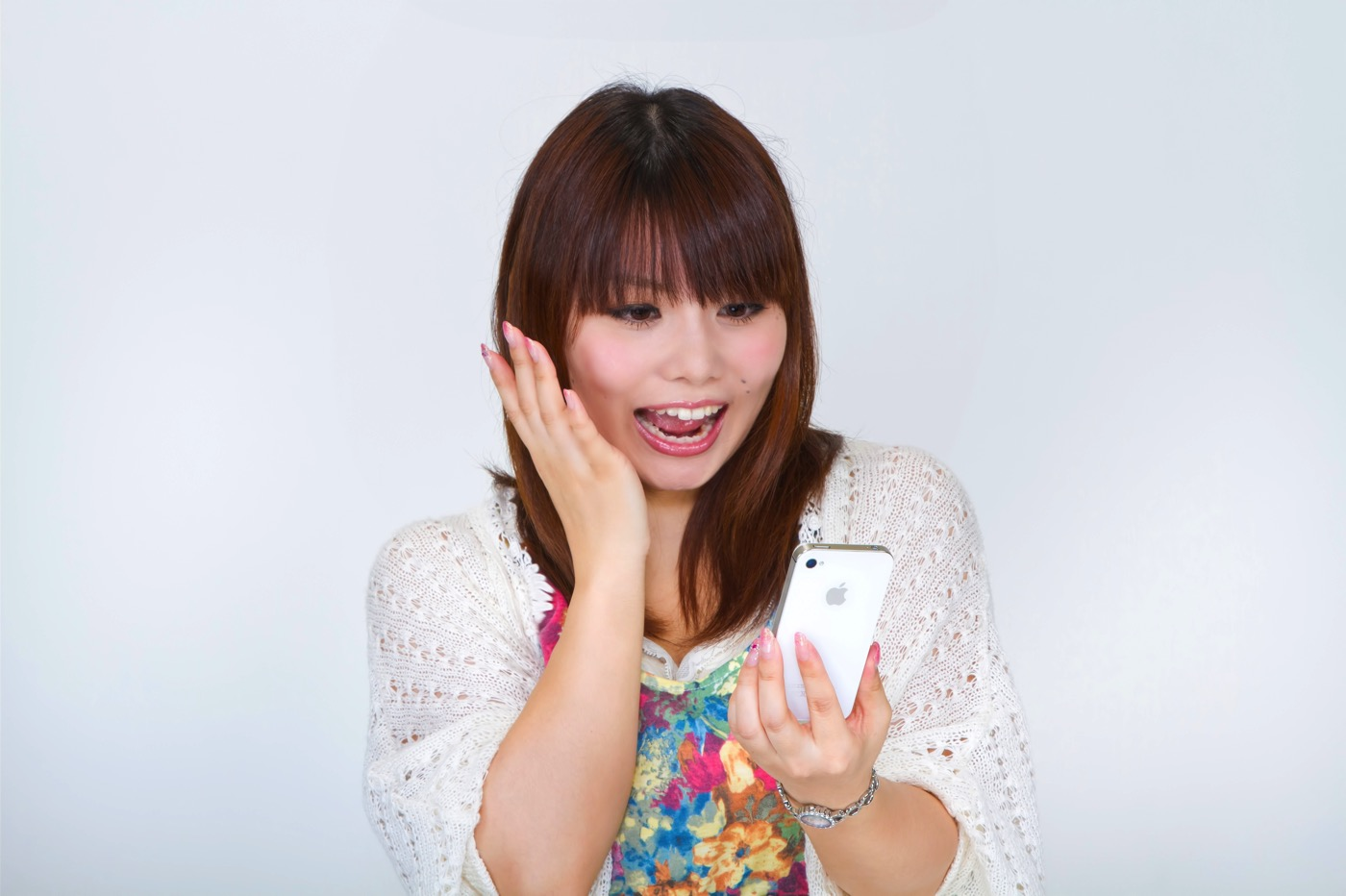 Why women have cracked screen smartphone 00004