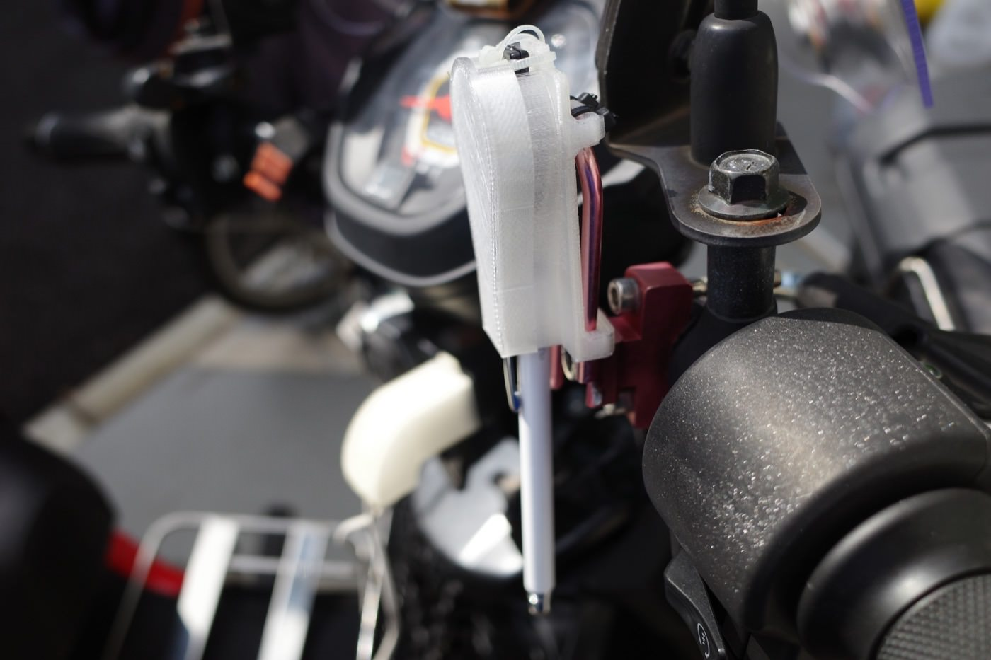 one_touch_storage_type_touch_pen_holder_for_smartphones_to_fix_to_the_bike_00001