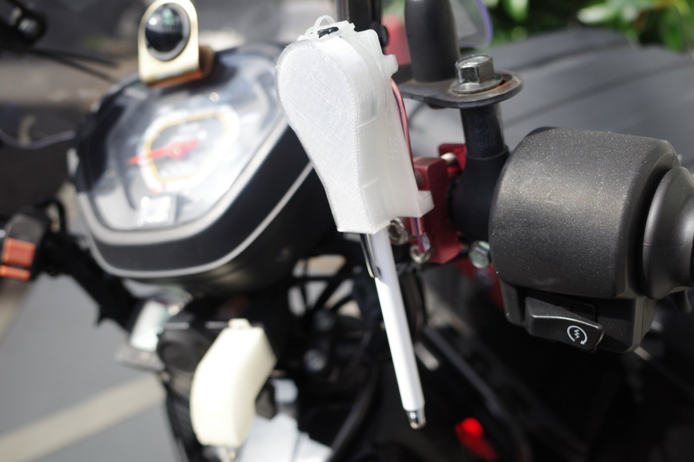 one_touch_storage_type_touch_pen_holder_for_smartphones_to_fix_to_the_bike_00008
