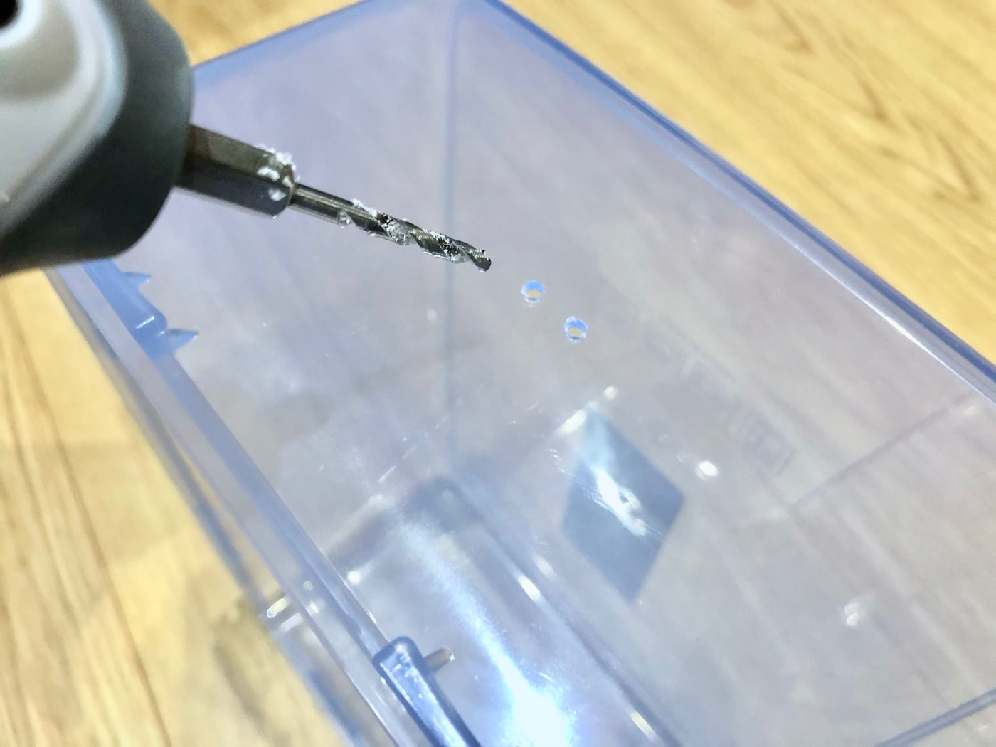 A dry box with a filament delivery function made using an airtight container from daiso 00029